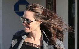 Angelina xuất hiện trẻ đẹp giữa tin đồn sức khỏe suy kiệt