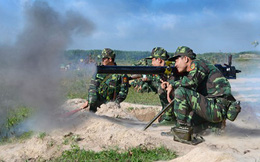Quân nhân dự bị thực hành tiêu diệt địch