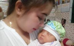 """Hạnh phúc của người mẹ đón con sau 15 năm đợi chờ, trải 2 lần đò, sinh con một mình vì là """"người thứ ba"""""""