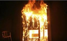 Nhân viên bảo vệ châm lửa đốt ngân hàng để tự tử