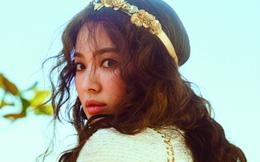 """Clip hot: """"Cô dâu tháng 10"""" Song Hye Kyo đội khăn voan, đeo nhẫn kim cương ngón áp út chụp hình tại Mỹ"""