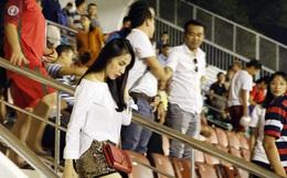 Thủy Tiên buồn tê tái trong ngày đội bóng của Công Vinh bại trận