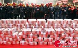 Hình ảnh những vụ thưởng Tết gây sốc của người Trung Quốc