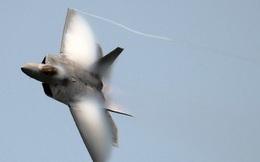 Mãn nhãn F-22 khoe kỹ năng bay siêu cấp