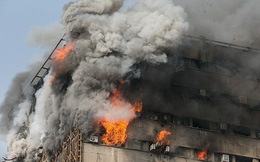 Trung tâm thương mại ở Iran cháy sập, 30 người chết