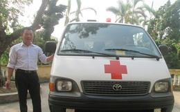 Hai cậu cháu mua xe cứu thương đưa người làng đi viện miễn phí