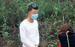 Chàng trai quỳ gối xin lỗi bạn gái trên đường đi lễ chùa