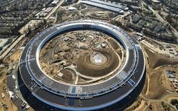 """Mãn nhãn trước trụ sở """"phi thuyền"""" 5 tỷ USD của Apple"""