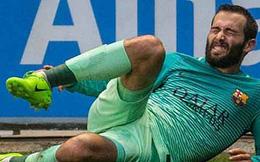 Cẩn thận khi xem: Sao Barca chấn thương gập cổ chân kinh hoàng