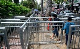 Dải phân cách vỉa hè như chuồng thú ở Sài Gòn
