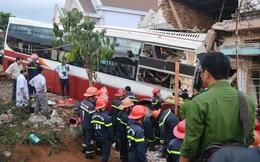 Người dân phá cửa cứu hành khách hoảng loạn trong xe Thành Bưởi