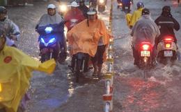 Chùm ảnh: Chiều tối ngày cá tháng Tư, nhiều tuyến đường ở Sài Gòn vẫn còn chìm trong biển nước!