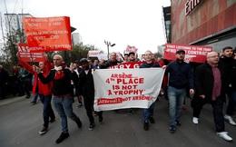 Muôn kiểu biểu tình của CĐV Arsenal đòi sa thải Wenger