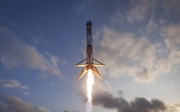 Xem ngay khoảnh khắc lịch sử của SpaceX vừa được công bố: Tên lửa Falcon 9 đáp an toàn xuống xà lan trên biển
