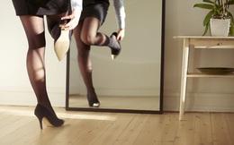 """Một nhân viên nữ tại PwC London bị đuổi việc vì không chịu... đi giày cao gót: Vì sao những điều luật công sở """"ngớ ngẩn"""" vẫn tồn tại?"""