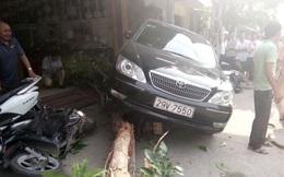 Camry đâm Lexus gây tai nạn liên hoàn, 1 phụ nữ bị cuốn vào gầm