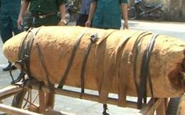 Khởi tố nhóm người mang quả bom 300kg đi tiêu thụ
