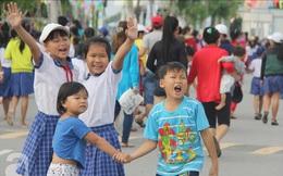 Trẻ em vùng quê đội nắng đến xem phim, chơi trò chơi miễn phí trong dịp Tết thiếu nhi