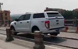 Công an truy tìm xe biển xanh đi vào đường xe máy trên cầu Thanh Trì