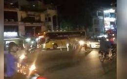 GrabBike và xe ôm hỗn chiến náo loạn trên phố, cảnh sát nổ súng trấn áp
