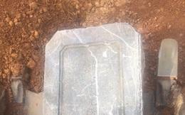 Đã tìm thấy bia nghi của lăng mộ vợ vua Tự Đức bị san phẳng làm bãi đậu xe
