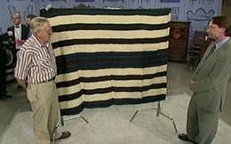 Đem chiếc chăn của bà nội đi giám định, người đàn ông rớt nước mắt khi nghe chuyên gia định giá