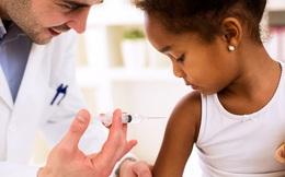 Pháp bắt buộc tiêm vắc-xin phòng 11 bệnh cho trẻ em