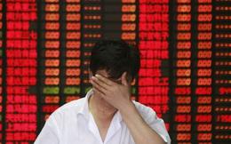 """Thị trường chứng khoán Trung Quốc vừa trải qua """"thứ 2 đen tối"""" với 500 cổ phiếu mất 10% giá trị"""