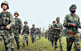 Trung Quốc cáo buộc Ấn Độ huy động quân đội tiến sát biên giới