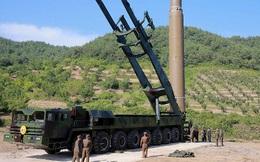 Tên lửa Triều Tiên vào vị trí, cả thế giới nín thở chờ quyết định của ông Kim Jong-un