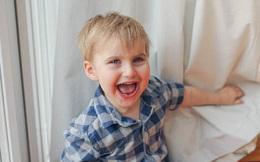 Đánh, ngã không bao giờ đau, gãy chân không khóc: Sự thật đằng sau cậu bé 3 tuổi này là gì?