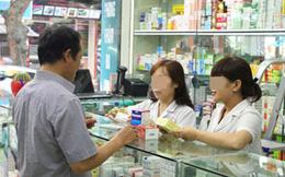 Một tiệm thuốc, 2 vị khách nam: người vét tiền mua thuốc bổ cho vợ, người hỏi thuốc tránh thai 15k còn chê đắt