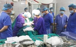 17 lít máu và 3 cuộc phẫu thuật cứu thanh niên đa chấn thương nguy kịch