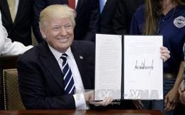 Tòa án Tối cao Mỹ tạm giữ sắc lệnh cấm người tị nạn của Tổng thống Trump