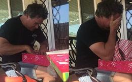17 năm chăm sóc con riêng của vợ như con ruột, cha dượng bật khóc khi nhận được món quà vô giá vào ngày của cha