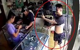 Danh tính kẻ vờ mua Iphone rồi co cẳng chạy ở Hà Nội