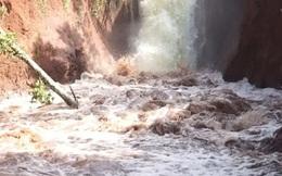 Vỡ kênh dẫn tràn hồ Gia Hoét, di dời hàng chục hộ dân