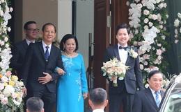 Trung Tín điển trai, liên tục cười hạnh phúc khi chuẩn bị đón cô dâu Đặng Thu Thảo
