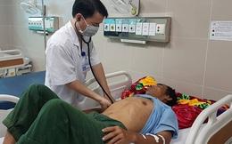 Thái Bình: 7 người nhập viện cấp cứu có biểu hiện ngộ độc rượu