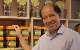 Cũng gắn tên mình vào tên thương hiệu rồi gặp scandal, nhưng ông chủ Ô mai Hồng Lam quyết không đổ tội cho nhân viên hay 'thằng đánh máy'
