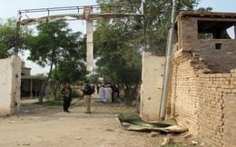 Em gái 14 tuổi bị ép khỏa thân đi khắp làng chỉ vì lỗi lầm tai hại của anh trai