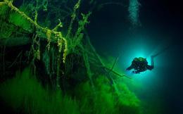 """Bí ẩn đáng sợ nhất thế giới về hồ """"không có đáy"""" khiến nhà khoa học """"run lẩy bẩy"""" nghiên cứu"""