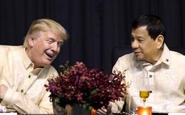 Tổng thống Philippines đón tiếp thân mật, hát cho Tổng thống Trump nghe
