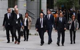 """Quan chức Catalonia chấp nhận """"đầu hàng"""" chính quyền Tây Ban Nha"""