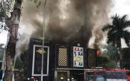 Hà Nội: Cháy lớn tại quán karaoke ở Linh Đàm, cột khói bốc cao hàng chục mét