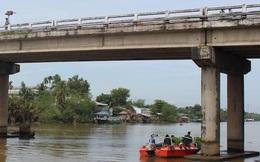 Sà lan 300 tấn bị chìm, cặp vợ chồng trôi dưới sông mất tích