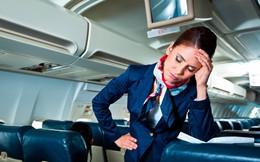 """1001 chuyện """"dở khóc dở cười"""" trên máy bay được chính tiếp viên hàng không tiết lộ"""