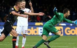 Thủ môn hạ gục AC Milan: Lên mây bằng một cú... đánh gáy