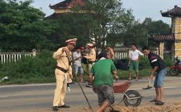 Cảnh sát bắt xe tải đổ chất thải xuống đường
