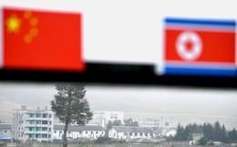 Người Trung Quốc nhìn về phía Triều Tiên, không biết xa xa là đám mây hay đám bụi phóng xạ